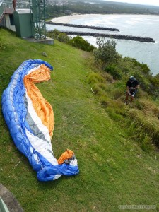 Australia random encounters - paragliding ready to go 2