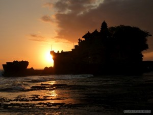 Traveling around Bali - Tannah Lot sunset 2