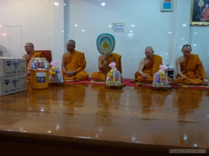 Bangkok meditation - monks 1