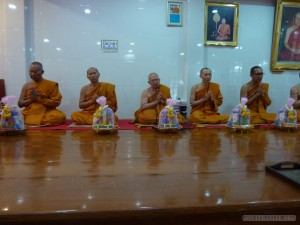 Bangkok meditation - monks 3