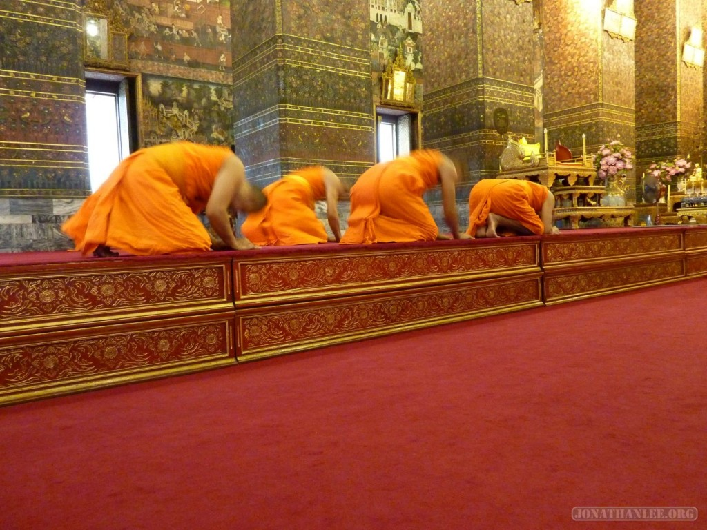 Bangkok meditation - monks 4