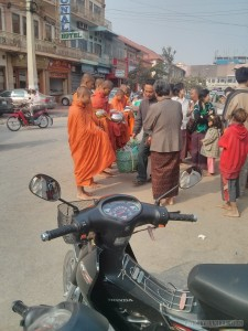 Battambang - monks getting food