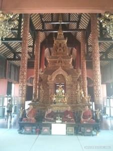 Chiang Mai - Wat Pra Singh gold on red 2