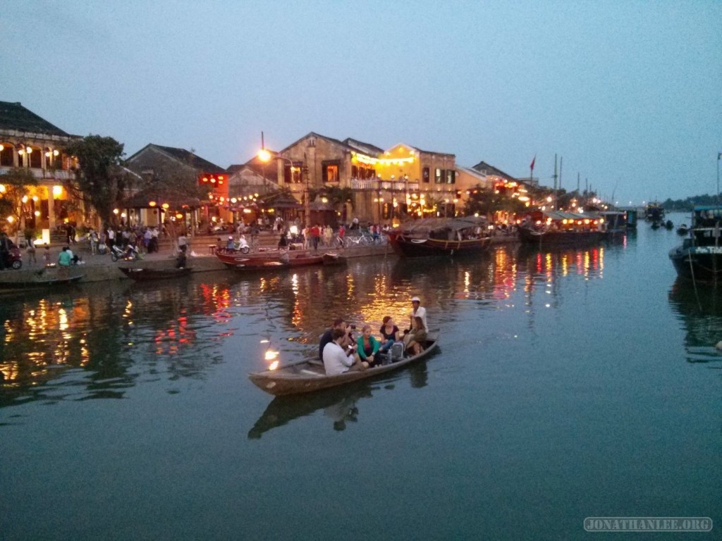 Hoi An - river at night 3
