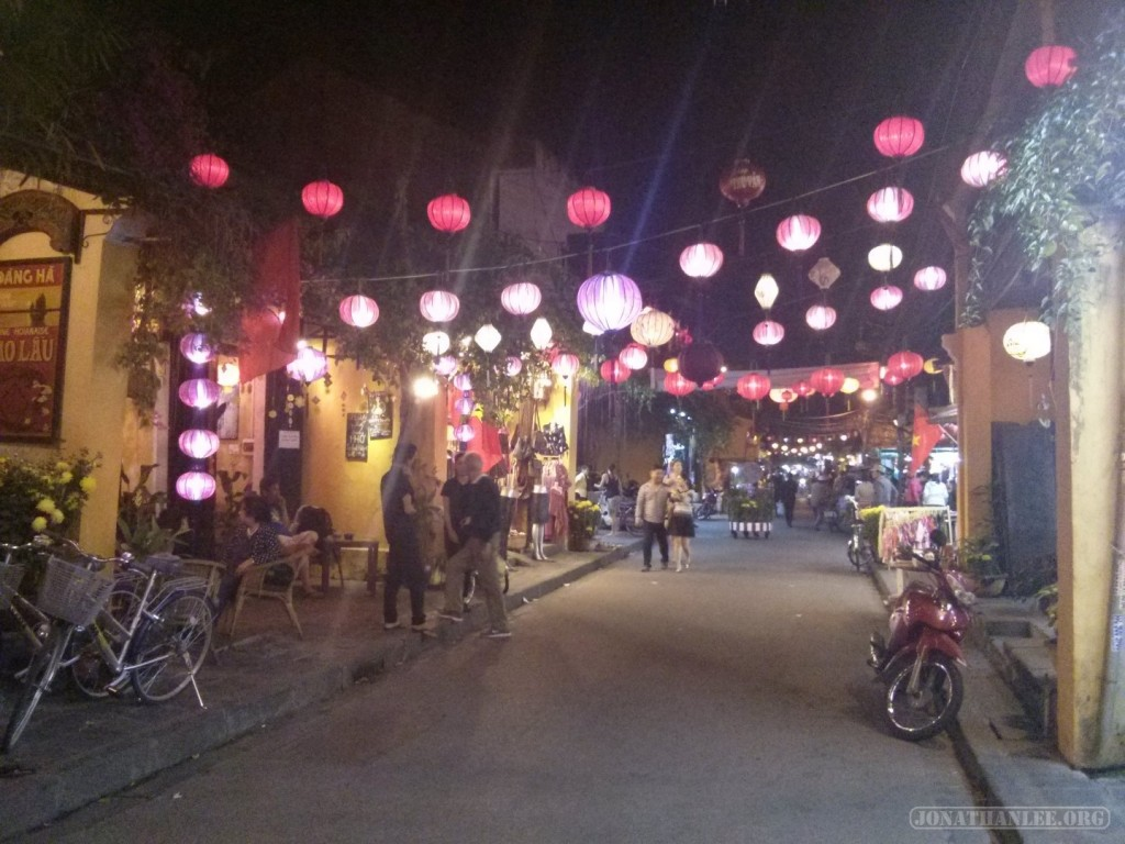 Hoi An - streets at night 3