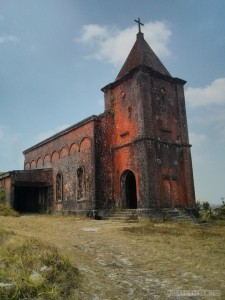 Kampot - Bokor old church