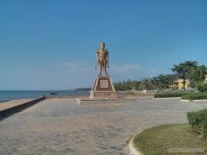 Kep - crab market statue