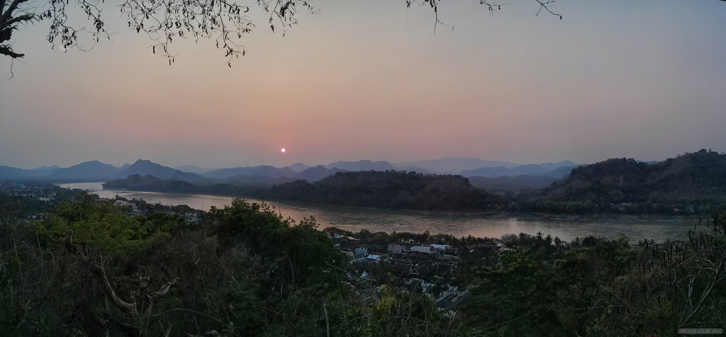 Luang Prabang - panorama Mount Phousi sunset