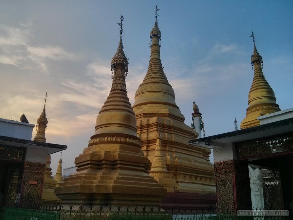 Mandalay - Su Taung Pyi Pagoda 1