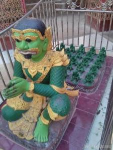 Mandalay - Su Taung Pyi Pagoda demon army