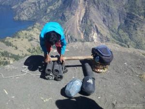 Mount Rinjani - porter loading equipment
