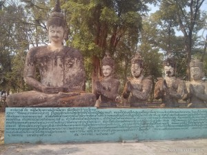 Nong Khai - Sala Keoku 16 races worshipping buddha