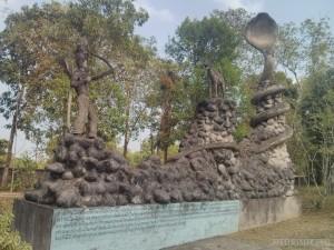 Nong Khai - Sala Keoku 18 archer vs dog and snake