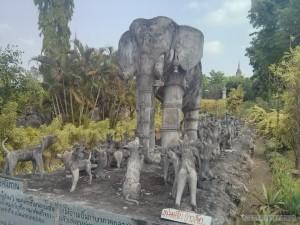 Nong Khai - Sala Keoku 2 elephant and dogs