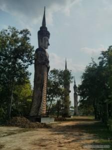 Nong Khai - Sala Keoku 27 tall statues