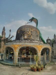 Nong Khai - Sala Keoku 5 birds on snake tongue