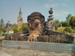 Nong Khai - Sala Keoku 9 sniffing vase