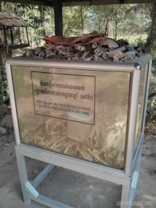 Phnom Penh - Choeung Ek bones