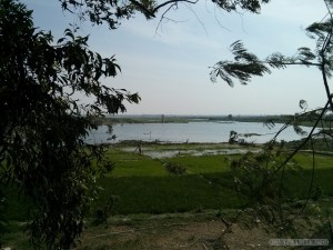 Phnom Penh - Choeung Ek fields and lake