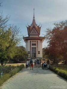 Phnom Penh - Choeung Ek pagoda 1