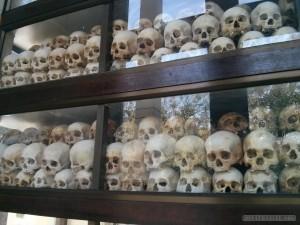 Phnom Penh - Choeung Ek skulls 2
