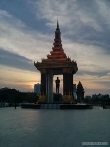 Phnom Penh - Lady Penh statue