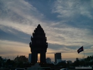 Phnom Penh - independence monument 2