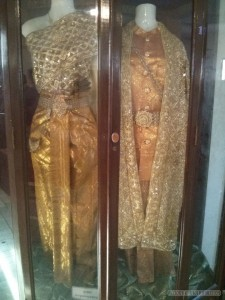 Phnom Penh - royal palace gold king dress