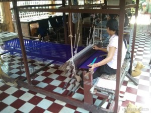 Phnom Penh - royal palace loom weaving