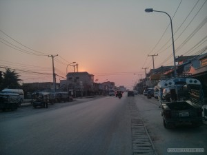 Phonsavan - street view sunset