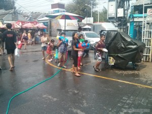 Songkran in Bangkok - Chatuchak kids 2