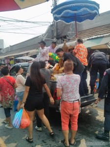 Songkran in Bangkok - Chatuchak water on buddha 1