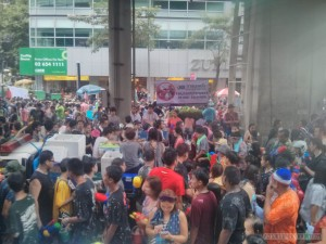 Songkran in Bangkok - Silom no talcum powder