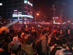 Taipei 101 New Years fireworks - crowd gathering 3