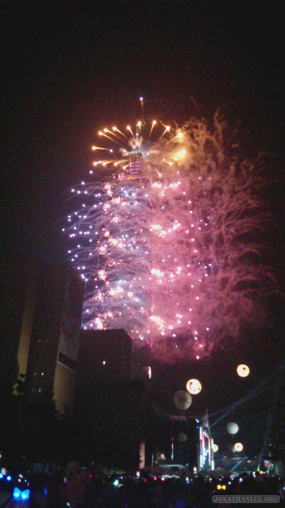 Taipei 101 fireworks 2013