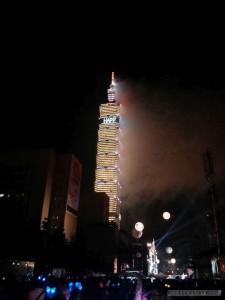 Taipei 101 New Years 2014 fireworks - smoke clearing