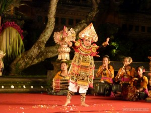 Ubud - bird of paradise dance