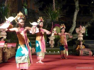 Ubud - welcome dance
