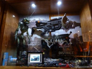 WETA Cave - District 9 weapons