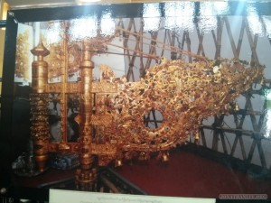 Yangon - Shwedagon pagoda photo gallery vane