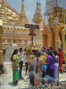 Yangon - Shwedagon pagoda thursday buddha